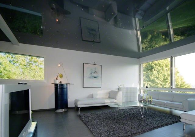 Фото примера зеркальных натяжных потолков